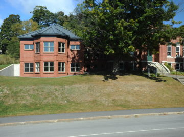exterior photo of guilford memorial library