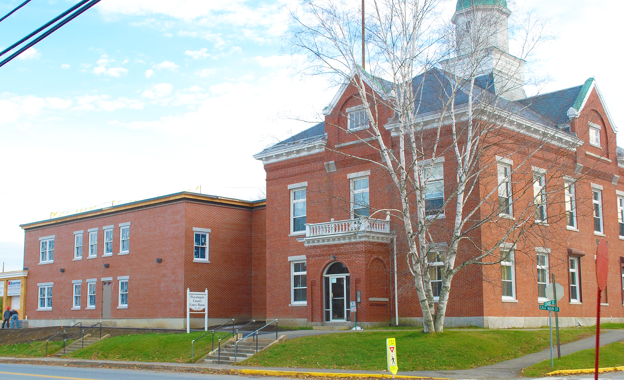 external photo of piscataquis county courthouse